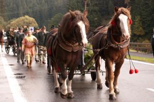 Hubertova jízda v obci Bílá